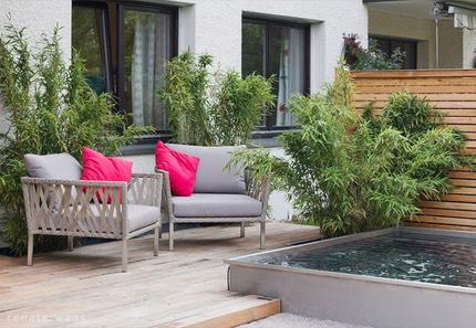 Kleiner moderner Garten in Muenchen mit Wasserbecken aus Edelstahl